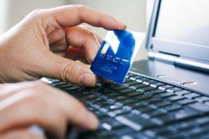 Украинцы смогут сообщать об открытии счета в зарубежном банке с помощью e-mail